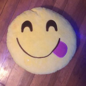 "Emoji pillow ""😋"" (must bundle)"